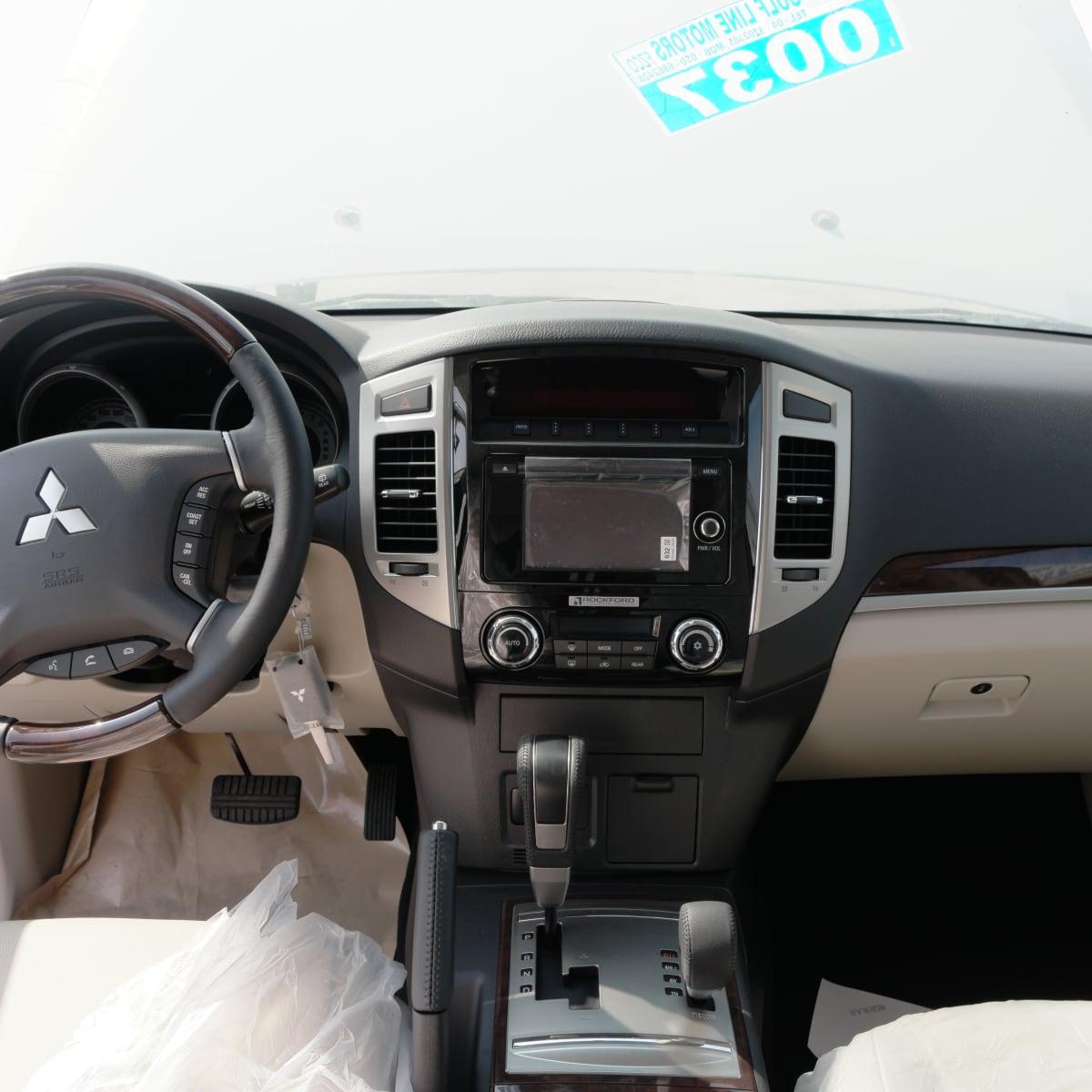 2017 Mitsubishi Pajero  3.5L ممتليء